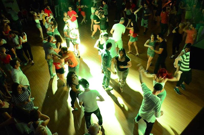 לומדים איך לרקוד קובני