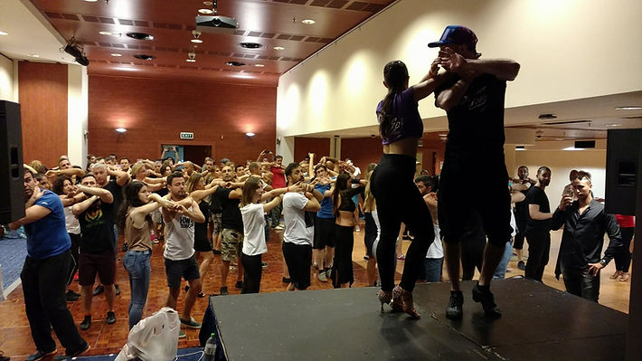 עם התלמידים בקורס סלסה תל אביב