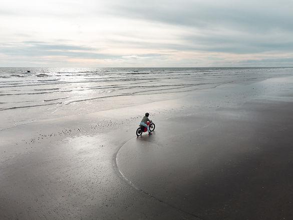 streetdog-electric-motorbike-beach.jpg