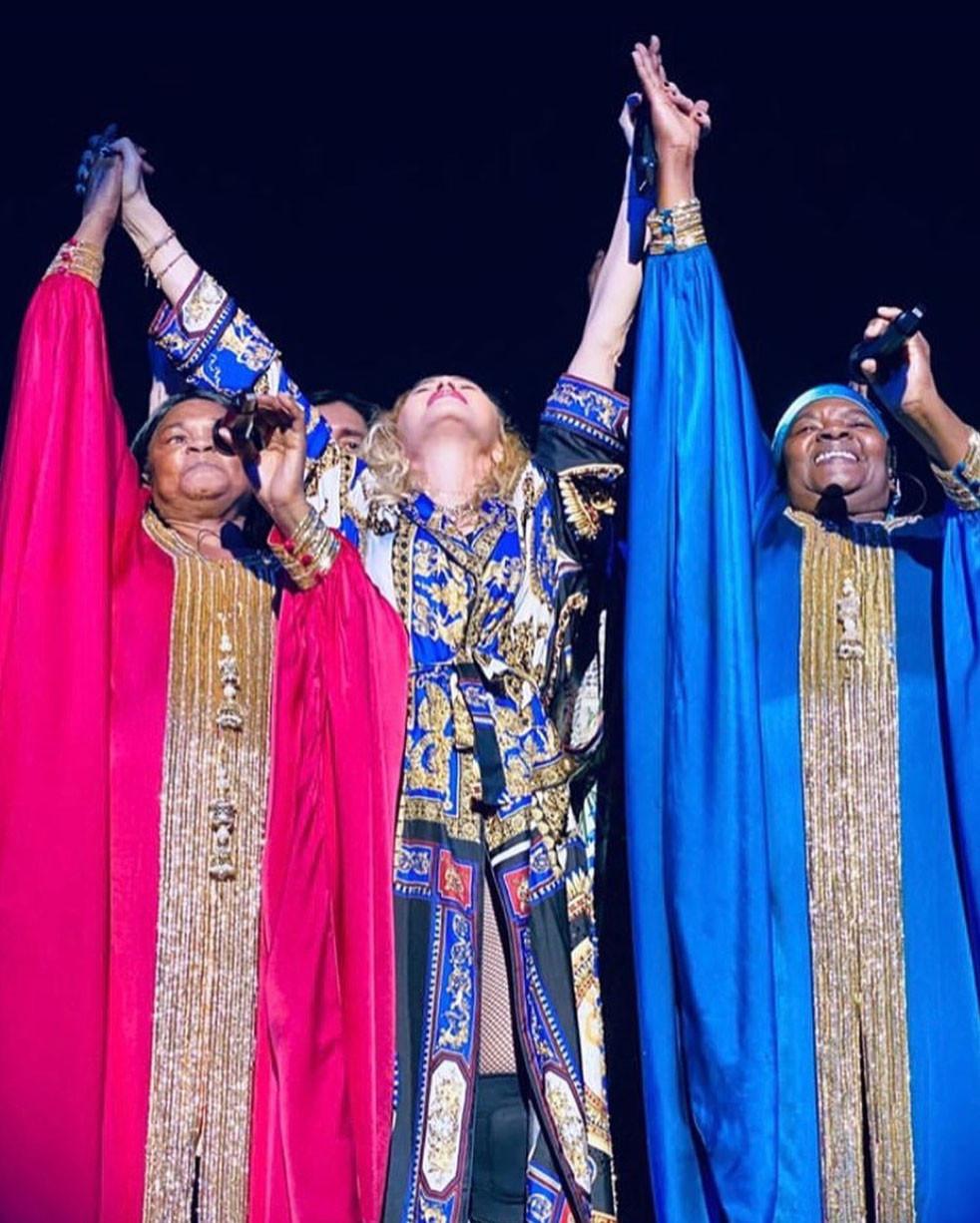 Madonna est ici vêtue par Versace