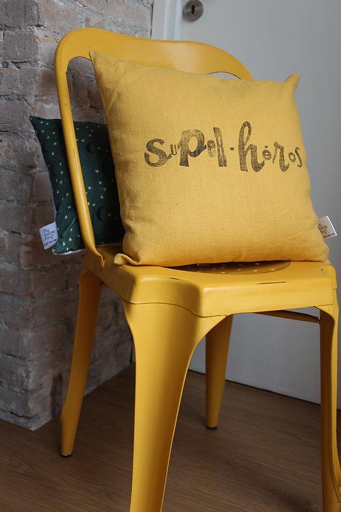 Coussin en lin Super-héros jaune ocre