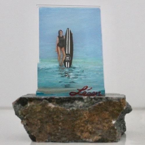 CC surfer standing board