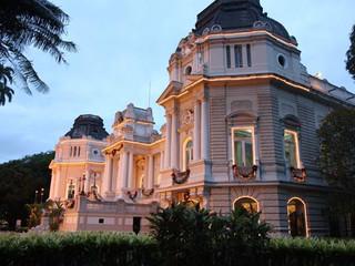 Há 121 anos, herdeiros da família imperial brigam na justiça pela propriedade do Palácio Guanabara,