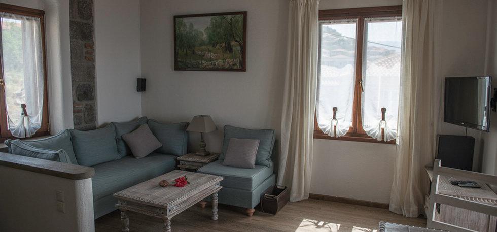 Grand View Rhea - Living Room