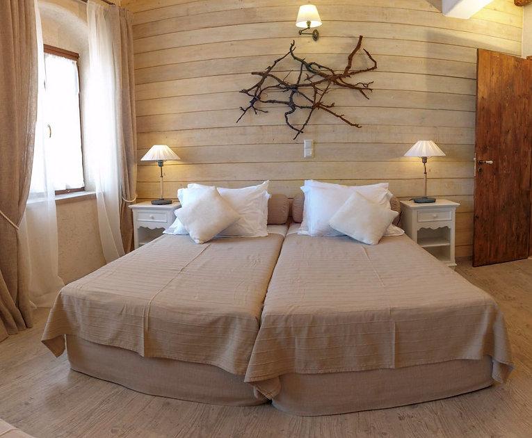 A bedroom 2 18.jpg