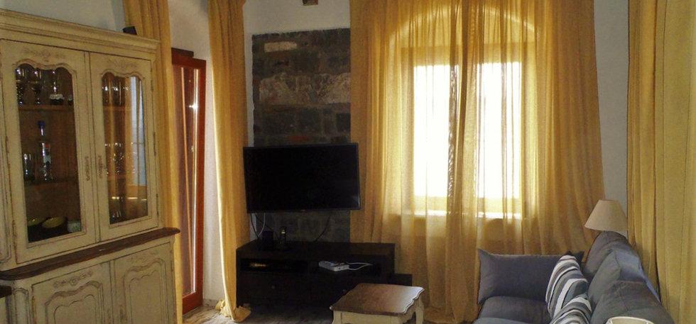 Grand View Kimon - Living Room