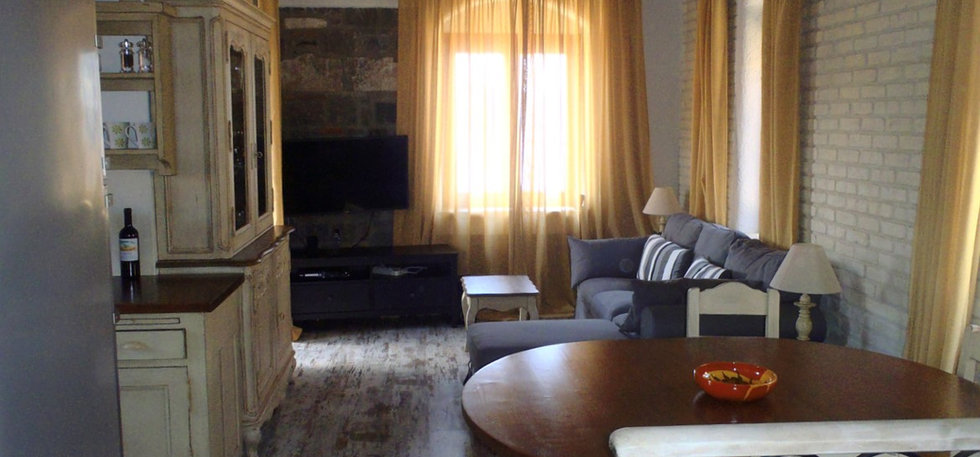 Grand View Kimon - Upstairs Living Room