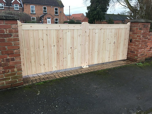 Garden gates driveway gates hand crafted in the United Kingdom 4ft
