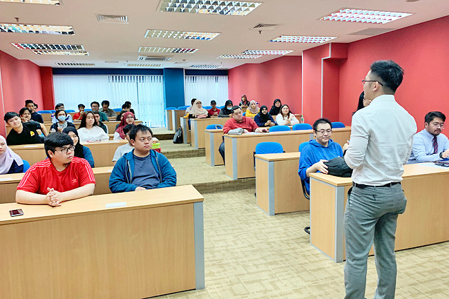 Aspiring entrepreneurs get lessons in management
