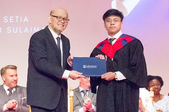 Graduation ceremony fetes 731 students