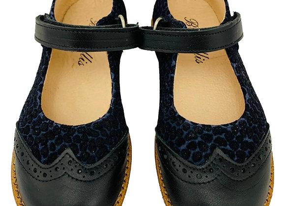 Dotted velvet velcro shoe