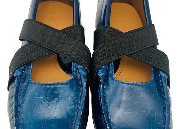 Cross elasticated school shoe