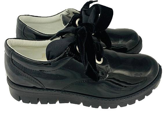 Velvet lace patent shoe