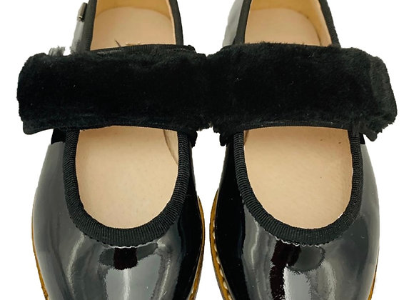 Patent shoe with fur velcro