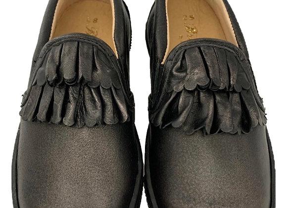Ruffle leather shoe