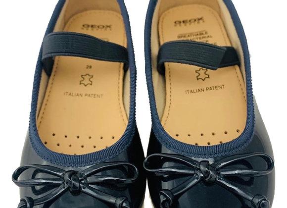 Geox elastic school shoe