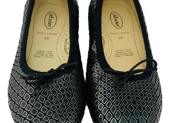 Textured ballerina shoe