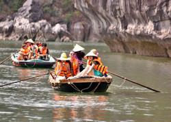 ล่องเรือชมถ้ำ ฮาลองเบย์