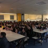 El Xavi Hernández explica el seu viatge a Punta Arenas als alumnes de 5è