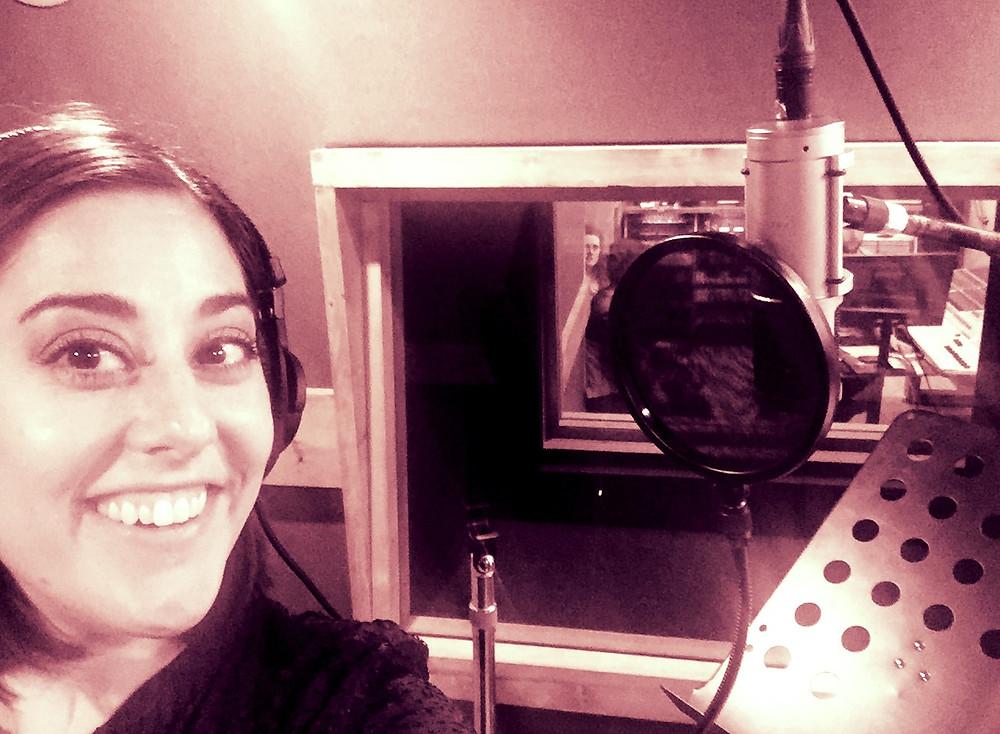 Stephanie Matard American voice over talent in Plaït-il Prod Studio in Paris