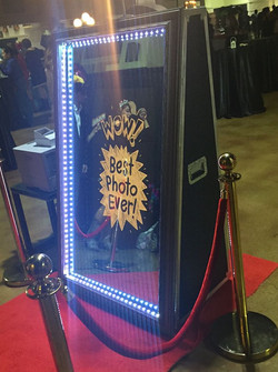 mirror booth 8
