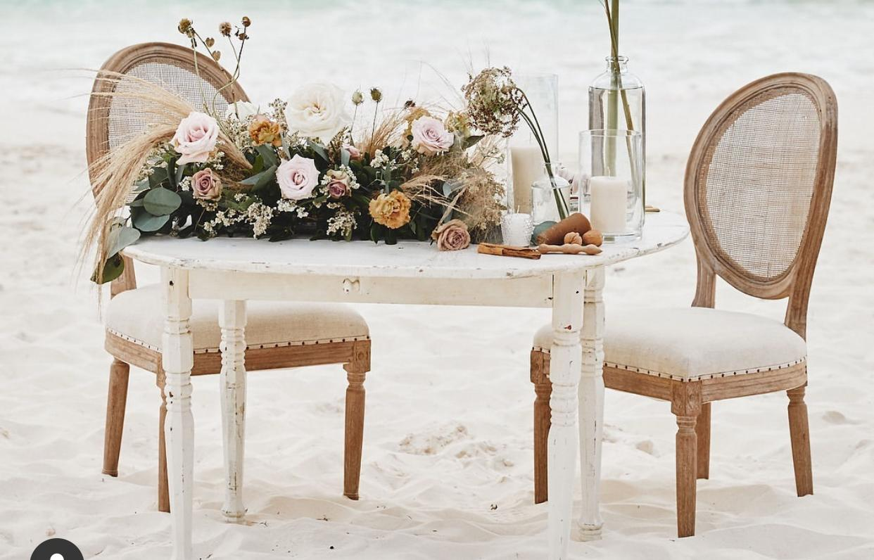 Newlyweds table with Dior chairs