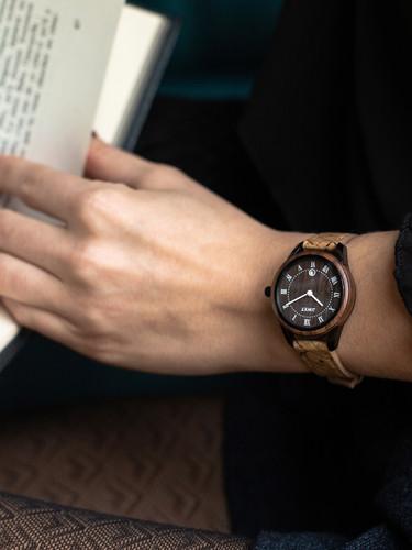 Laissez vous charmer par nos colletions d'accessoires et marque française de montres en bois.