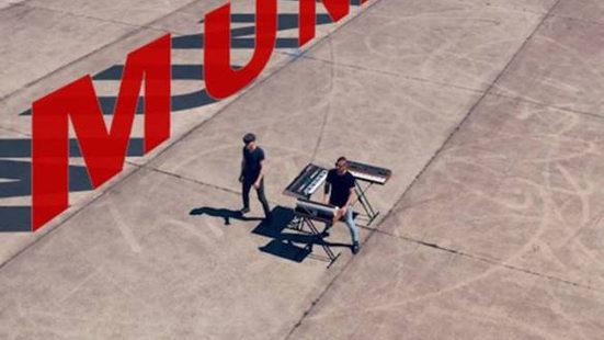 Munatix - You just keep hanging on
