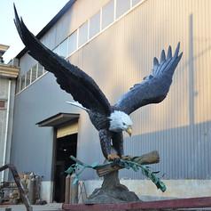 bronze eagle statue1.JPG