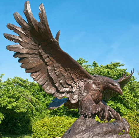 Vincentaa Bronze Eagle Statue 1.jpg