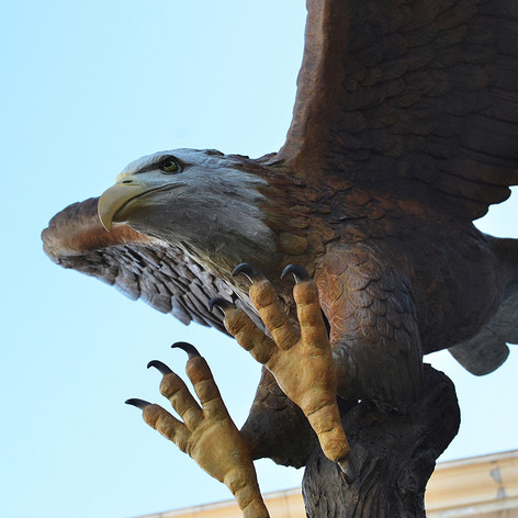 Vincentaa Bronze Eagle Statue.JPG
