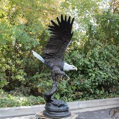 Vincentaa Bronze Eagle Statue 16.jpg