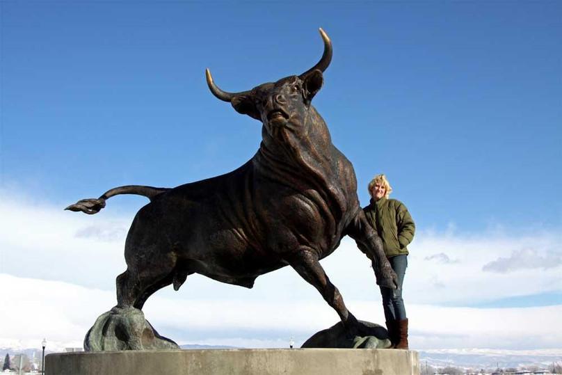 bronze bull statue7.jpg
