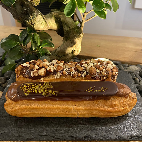 Eclair chocolat (décor selon saison)
