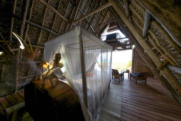 Tanzania - Fanjove Island -bed & lounge