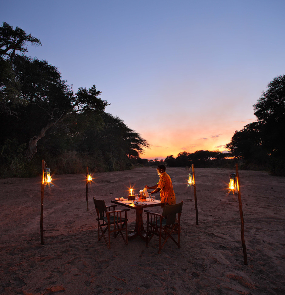 Preparing for the dinner on the Jongomero Sand River, Ruaha