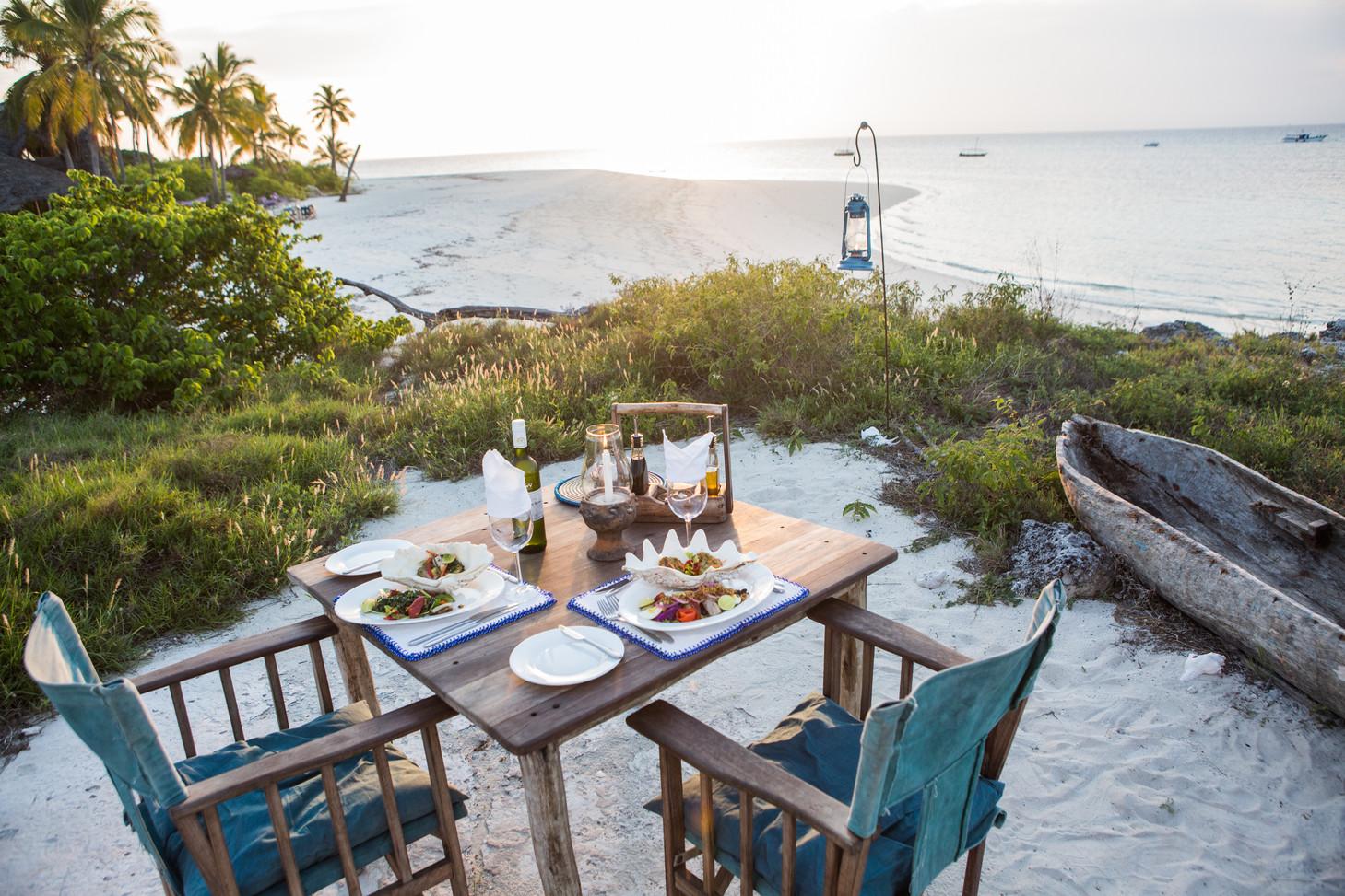 Tanzania Fanjove Island Dining table