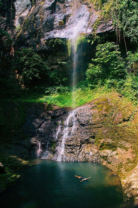 Oque Pipi Waterfall Principe