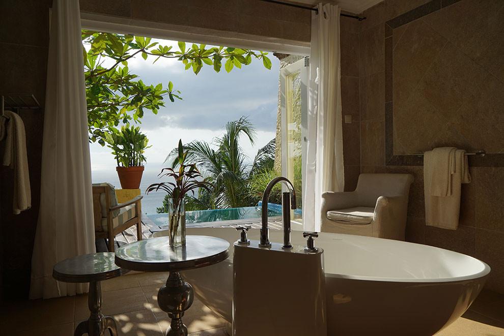 Roça Belo Monte Manor House Luxury Suite Bathroom with Splash Pool Príncipe