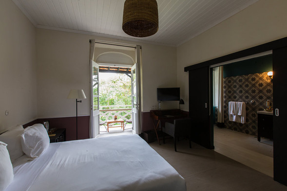 Plantation House Bedroom with Yard View Roça Sundy