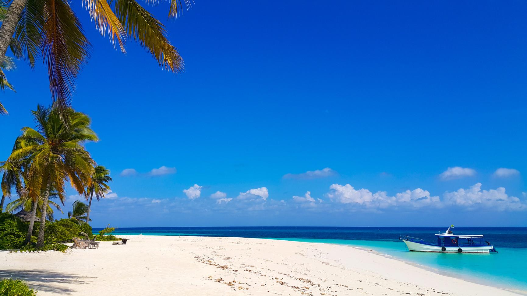 Tanzania Fanjove Island beach and boat