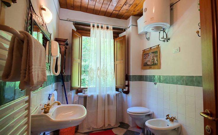 Tulipano - 1st Bathroom