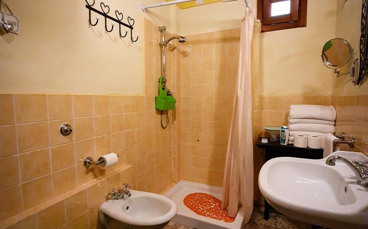 La Dolce Vita - 1st bathroom