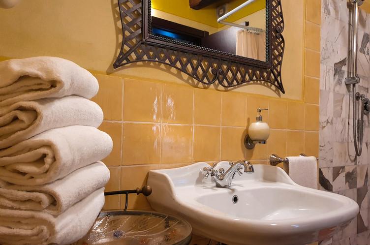 La Dolce Vita - 2nd bathroom