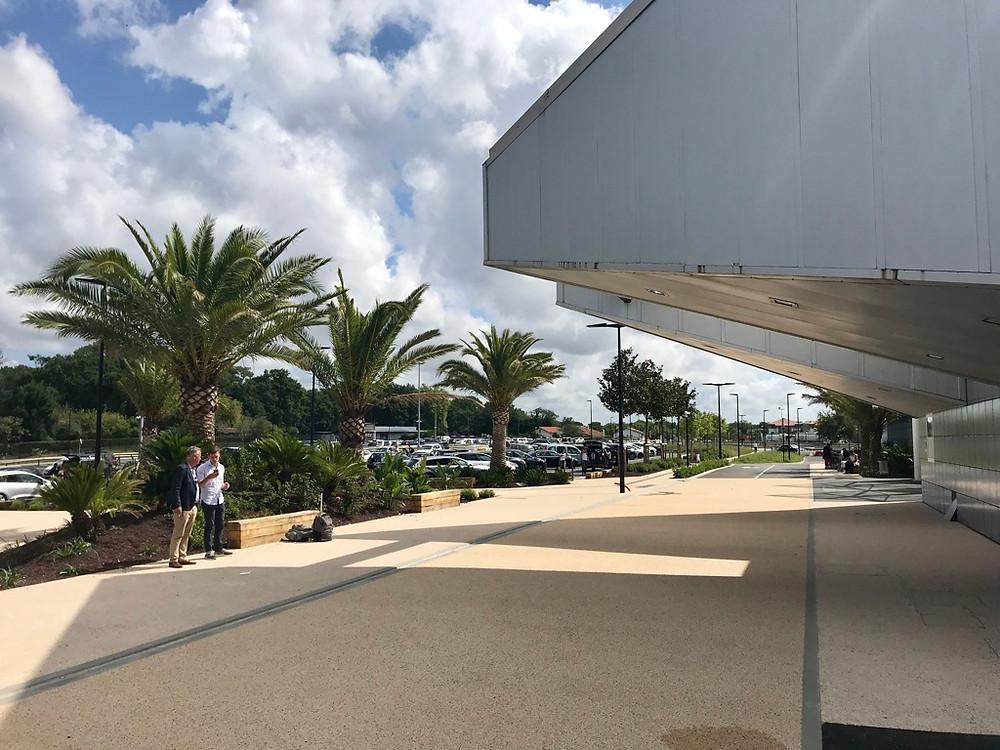 Le parvis de l'aérogare de Biarritz Pays Basque @aeroportbiq Christophe Chouleur
