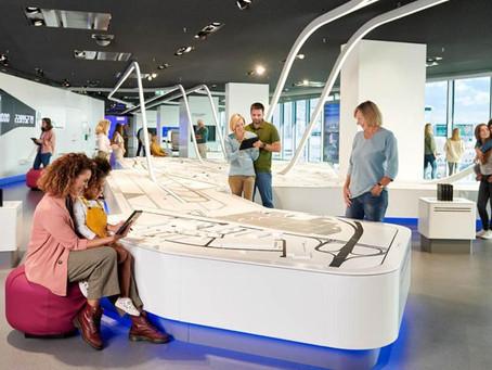 Découvrez le nouveau centre multimédia de l'aéroport de Francfort et son mur géant interactif.