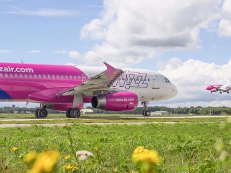 WizzAir veut embaucher 4.600 pilotes et tripler sa flotte d'ici 2030.