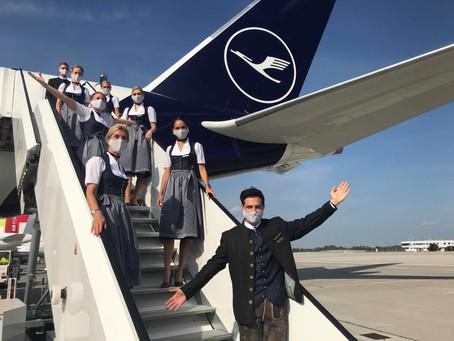 Lufthansa maintient la tradition de voler en costumes traditionnels pour l'Oktoberfest.
