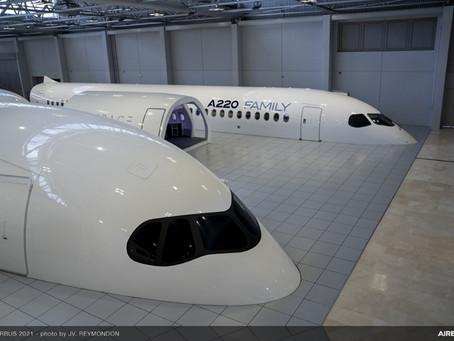 Airbus dévoile la maquette grandeur nature de l'A220 à Toulouse.