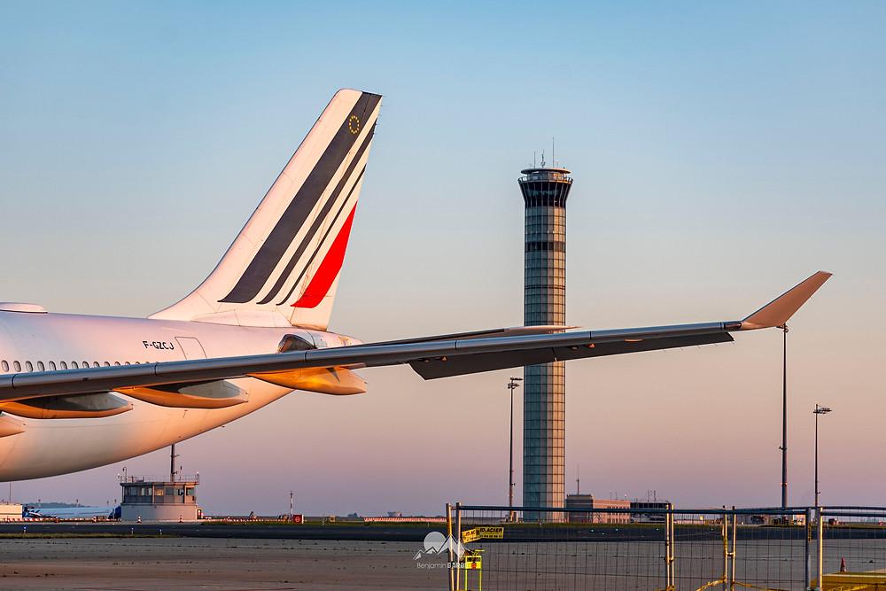 Un Airbus A330 d'Air France stationné au T1 Paris Aéroport / Gate 7